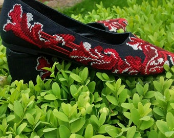 In stock! Size 37. Stylish handmade embroidered shoes. Valentino style