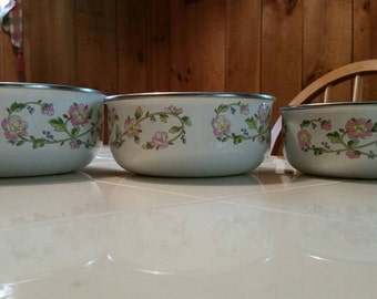 Set of 3 Vintage Kobe enamelware nesting bowls