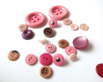 Assorted Pink Buttons (21 pieces)
