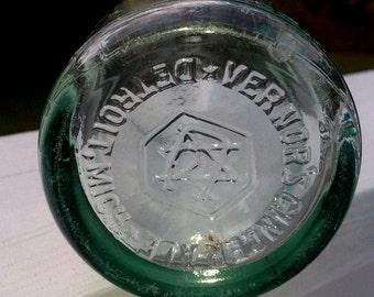 Antique Vintage 1918 Vernor's Ginger Ale Green Glass Soda Pop Drink Bottle