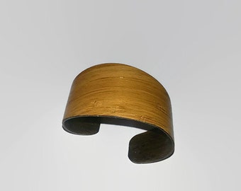 Wallnut curved bracelet