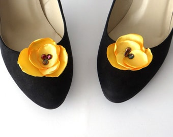 Clips shoes yellow flower
