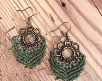 macramé earrings green ~ macrame earrings green