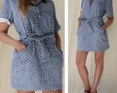 Short blue dress with small white flowers and matching belt / Vintage clothing / Size Medium / US 6 8 / UK 10 12 / EU 38 40