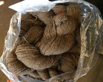 Yarn, dark reddish brown, Icelandic