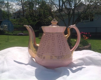 Hall teapot. 1930's era. Lots of life left in this teapot!