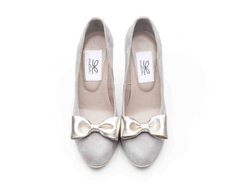 Stand out from the crowd in these chic fairy tale grey featuring gold-bow suede pumps!