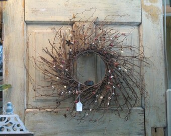 Primitive Twig Wreath with Tealight Candle, Pip Berries & Rusty Stars