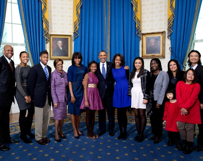 Barack Obama, Michelle & Daughters With Their Extended Family - 5X7, 8X10 or 11X14 Photo (EE-110)
