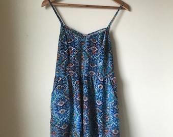 Blue Vintage Floral Summer Dress with Pretty V-Neck Detail and Pockets