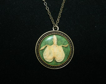 Flower Pendant Necklace - Old-Fashioned Bleeding Heart