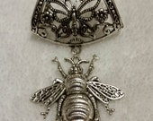 Scarf jewelry / silver colored metal scarf bail with a butterfly pattern and a silver toned metal bee charm
