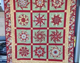 kaleidoscope red green & gold small queen quilt
