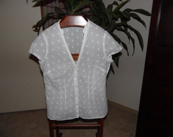 Adorable cotton fitted, capped sleeve blouse
