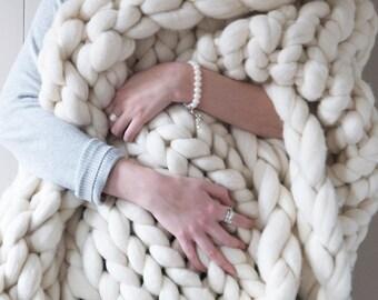 White chunky knit blanket - cream giant knit blanket - super chunky knitted throw - extreme knit blanket - merino wool throw