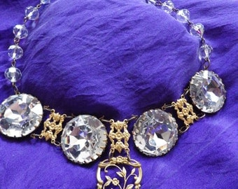 Grande Dame Glass Stones Collar
