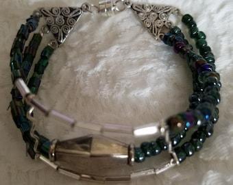 Dk. blue seeded bracelet