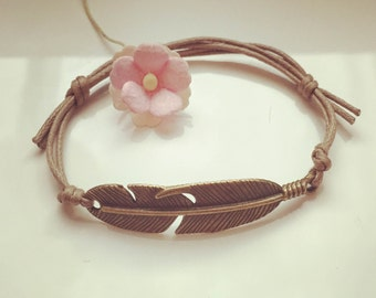Bracelet with small spring in beige, waxed cotton, vintage, statement, blogger, feather, fly, bird