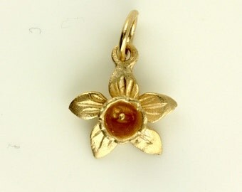 9ct Rose Gold Welsh Design Daffodil Flower Pendant