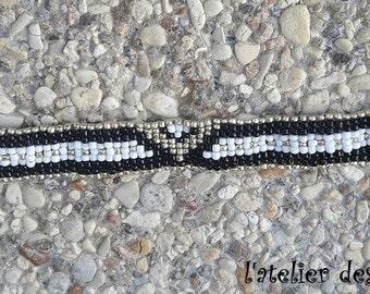 Woven in rockeries triangle Beads Bracelet