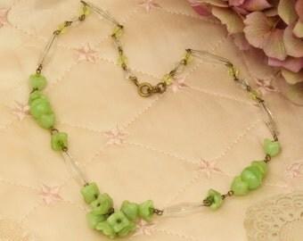 Vintage Art Deco Czech glass flower necklace.
