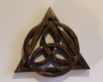 Hand Carved Wooden Trinity Knot, Reclaimed Wooden Celtic Knot, Wooden Tri-Queratas, Celtic Knot Deisgn, Religious Art, Wooden Wall Hanging
