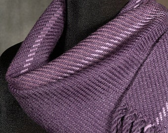 Purple scarf / Handwoven merino wool scarf / winter scarf