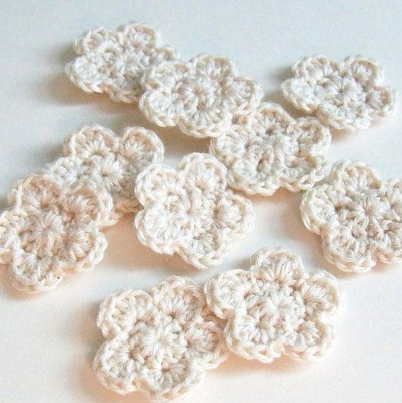 Mini Crochet Flower Applique, Ecru Crochet Flower Embellishment, Scrapbooking, Miniature Flower, Crochet Flower Motif