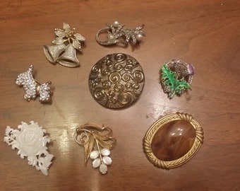 SALE Lot Of 8 Pins brooches