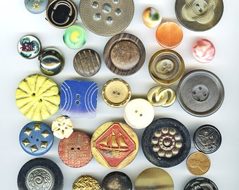 Lot (30) FUN Vintage Buttons Variety Different Materials and Sizes  plastic Horn, Wood, Victorian, Fabric ETC. 2654