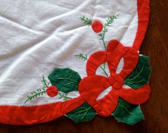 Hand sewn Christmas Place Mats set of 4 1970s Holly Berries Decorative Edge Red White