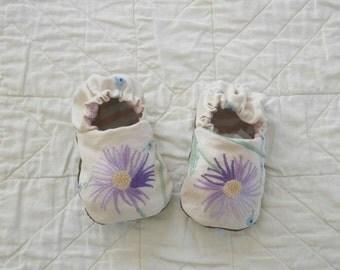 dahlia baby shoes 6-12 mths