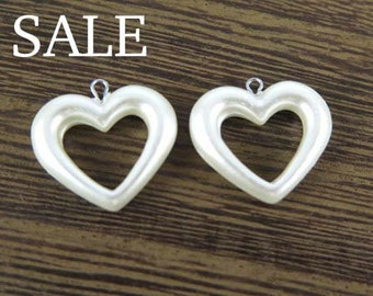 Vintage Faux Pearl Heart Charms (16x) (P505) SALE - 25% off