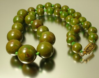 Vintage/ Antique/ estate jewelry Art Deco/ 1930s, early plastic - simichrome tested marbled green bakelite bead costume necklace - jewelry