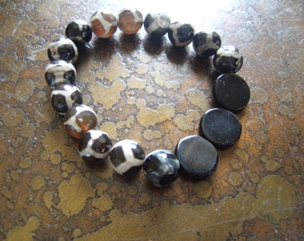 Dalmation Glass and Agate Beaded Stretch bracelet