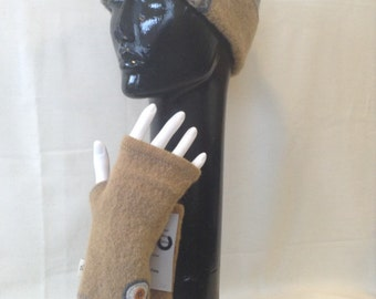 Recycled wool fingerless gloves and hat