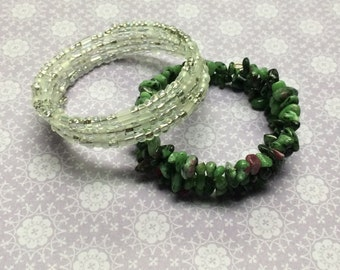 Pair of memory wire bracelets - Zoisite purple green gemstone and Frosted clear seed bead