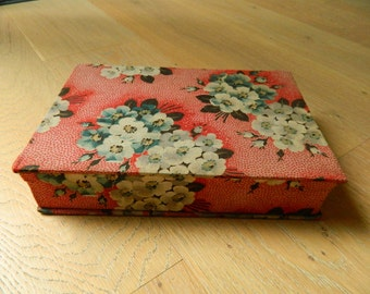 Antique textile box for haberdashery - french heberdashery box in textile- Red french sewing box - Gloves box