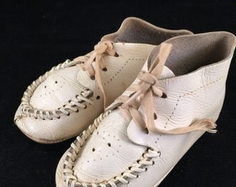 Pair of Vintage 1940's Era White Leather Baby/Toddler Mocassin Shoes