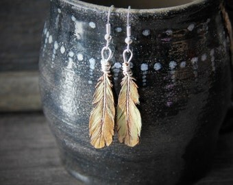 Beautiful feather collection gypsy earrings - by Fanny Dallaire -  leather work