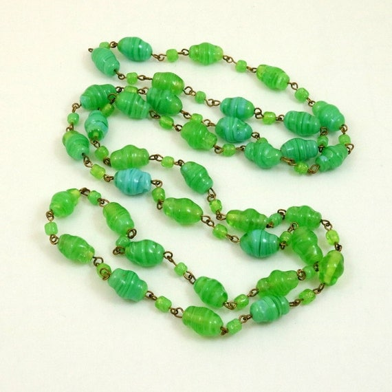 Vintage Art Deco Green Venetian Glass Bead Flapper Necklace