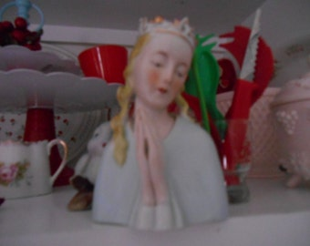 LOVELY Vintage woman with crown and praying hands bust figurine Thames Made in Japan
