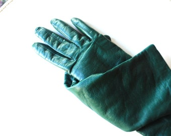Classy vintage 80s forest green genuine leather gloves  with a cashmere lining. Size 7 1/2