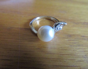 Pearl leaf ring