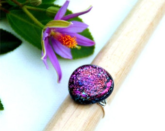 033 Fused dichroic glass ring, adjustable, silver plated, triangle, round-ish, pink, purple