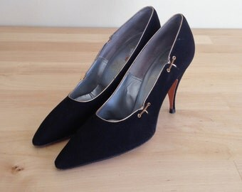 Vintage 50's black velvet pumps / 1950's high heels  / size 6