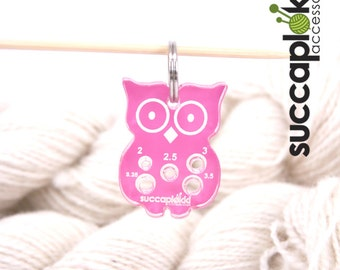 Paavo keyring - Needle gauge (mm/EUR), Owl shaped keycharm with mm scale knitting needle gauge, made out of recycled plastic