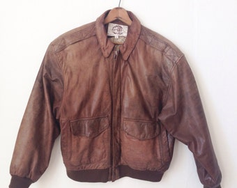 Vintage leather BOMBER jacket. M