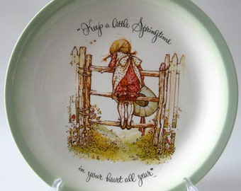 Holly Hobbie Round Plate Springtime Heart Girl Collectible Wall Hanging Display 1972 Porcelain American Greetings USA
