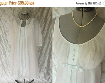 ON SALE Wedding Lingerie // Vintage 50s 60s White Chiffon Peignoir Set with Light Blue Satin Trim and Buttons by Warner's Compli-Fit Size 32